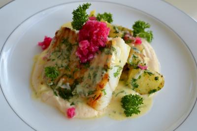 Stekt torsk med blomkålkrem og smørsaus