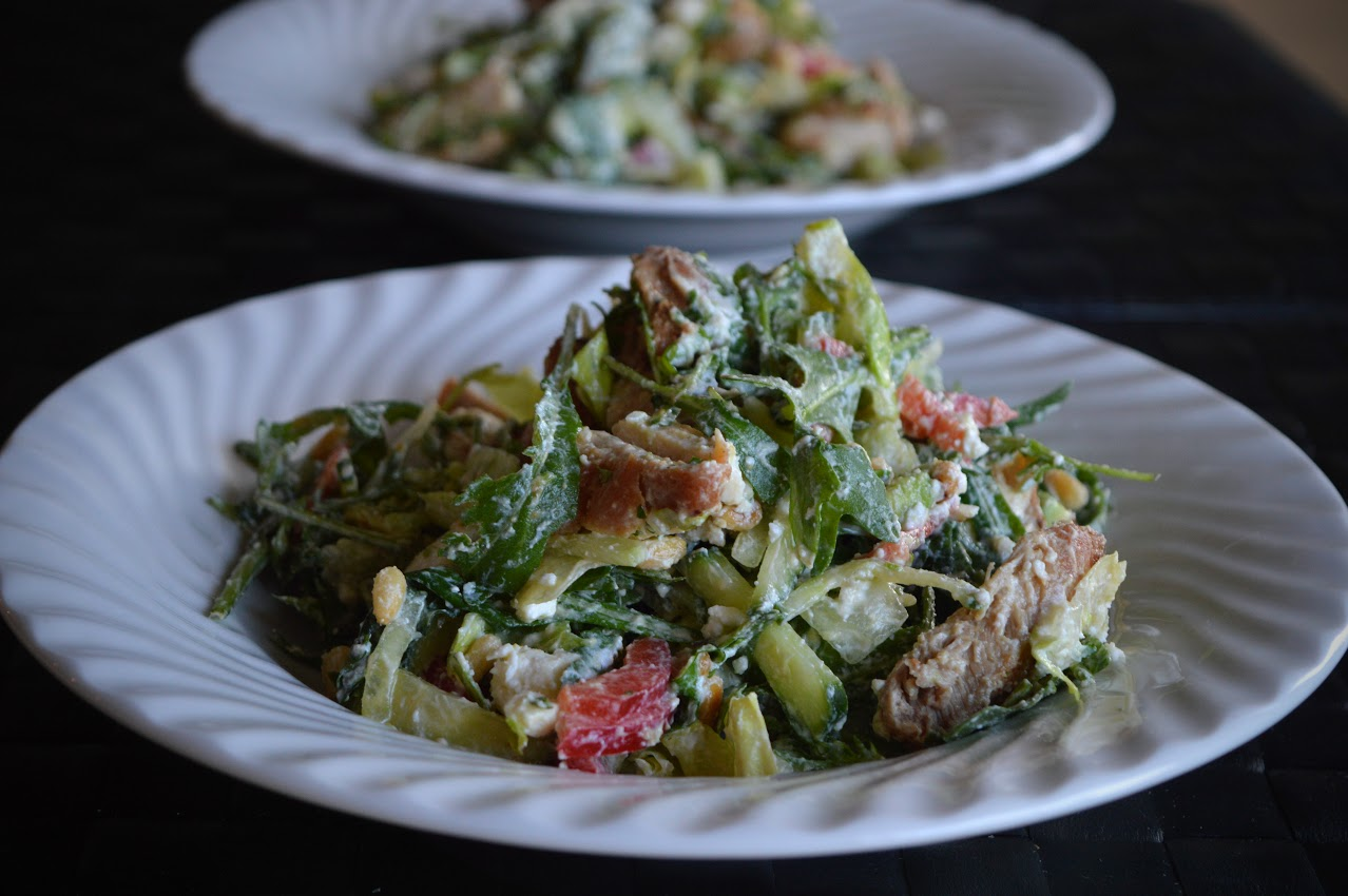 Salat med sitronkylling, fetaost og pinjekjerner