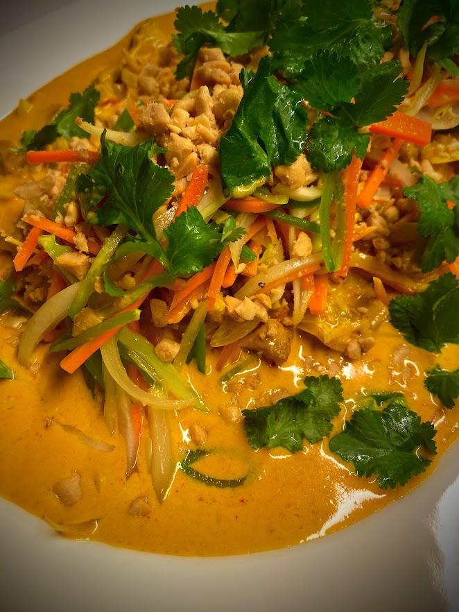 Chicken curry peanøtter koriander grønnsaker