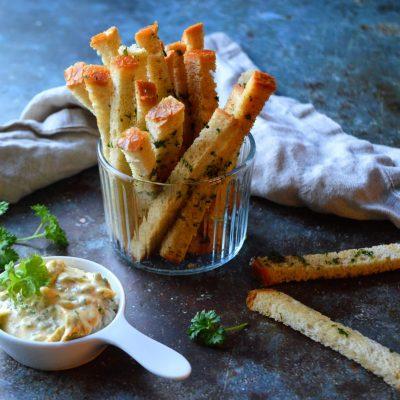 Breadsticks med hvitløk og maldonsalt