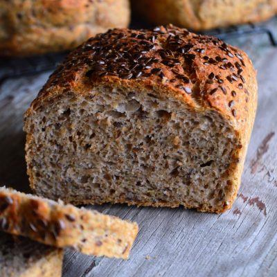 Grovbrød med chiafrø og linfrø
