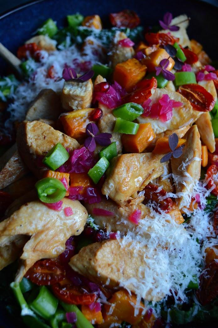 Kyllingsalat med søtpotet og granateple