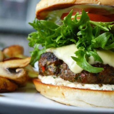 Cheeseburger med hvitløk og chili