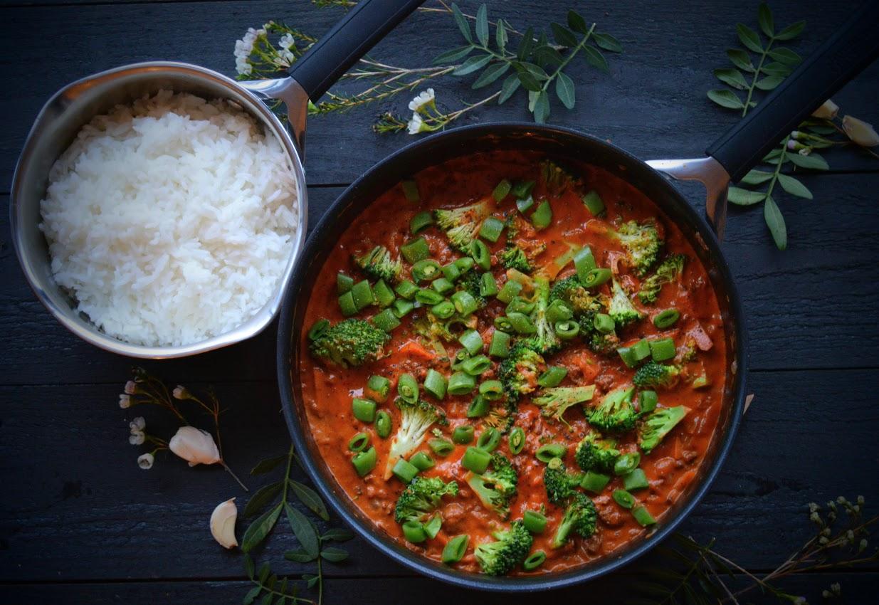 Kremet kjøttsaus med brokkoli og sukkererter