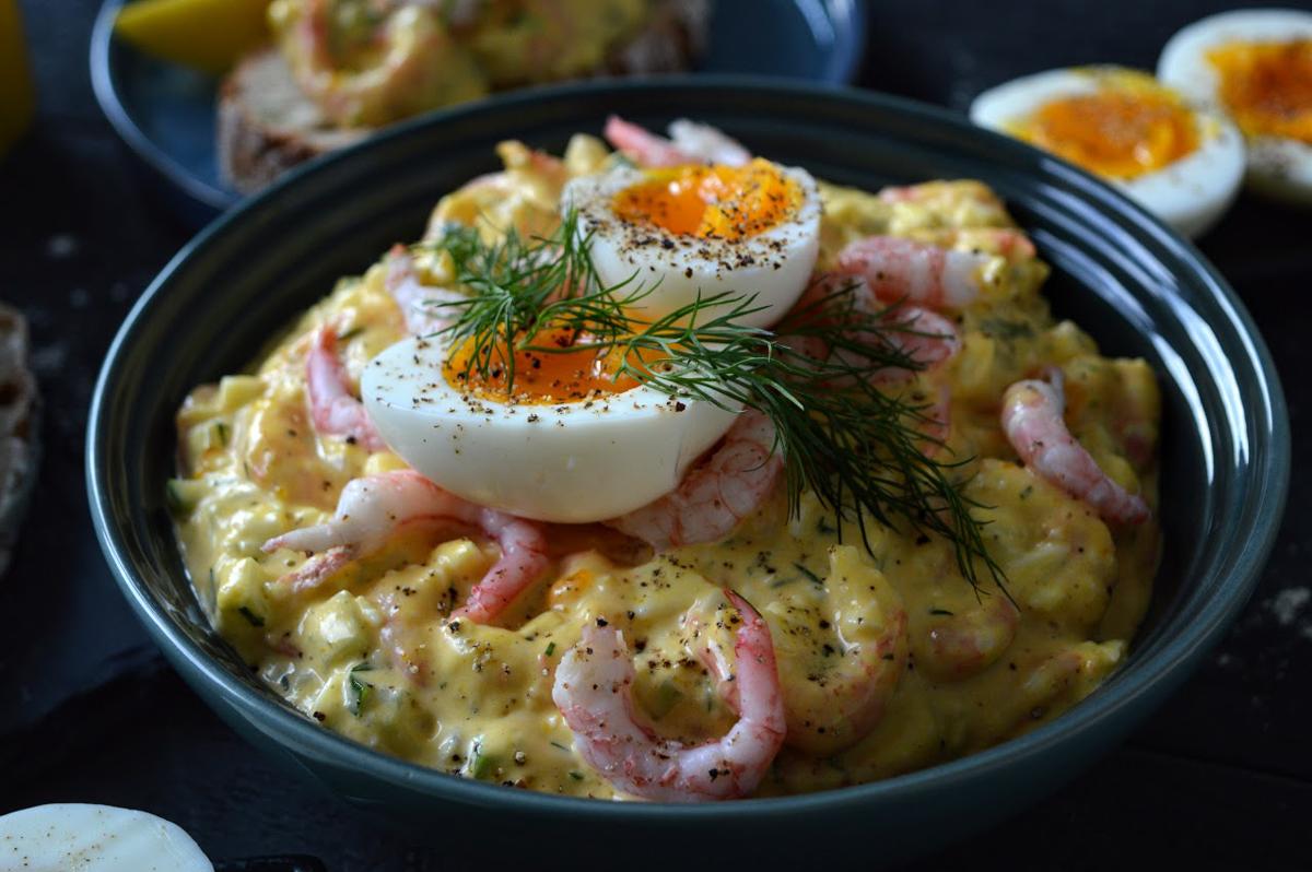 Rekesalat med egg og dill