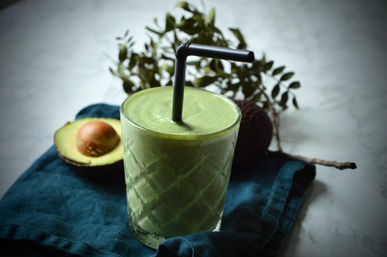 Grønn smoothie med mango og spinat