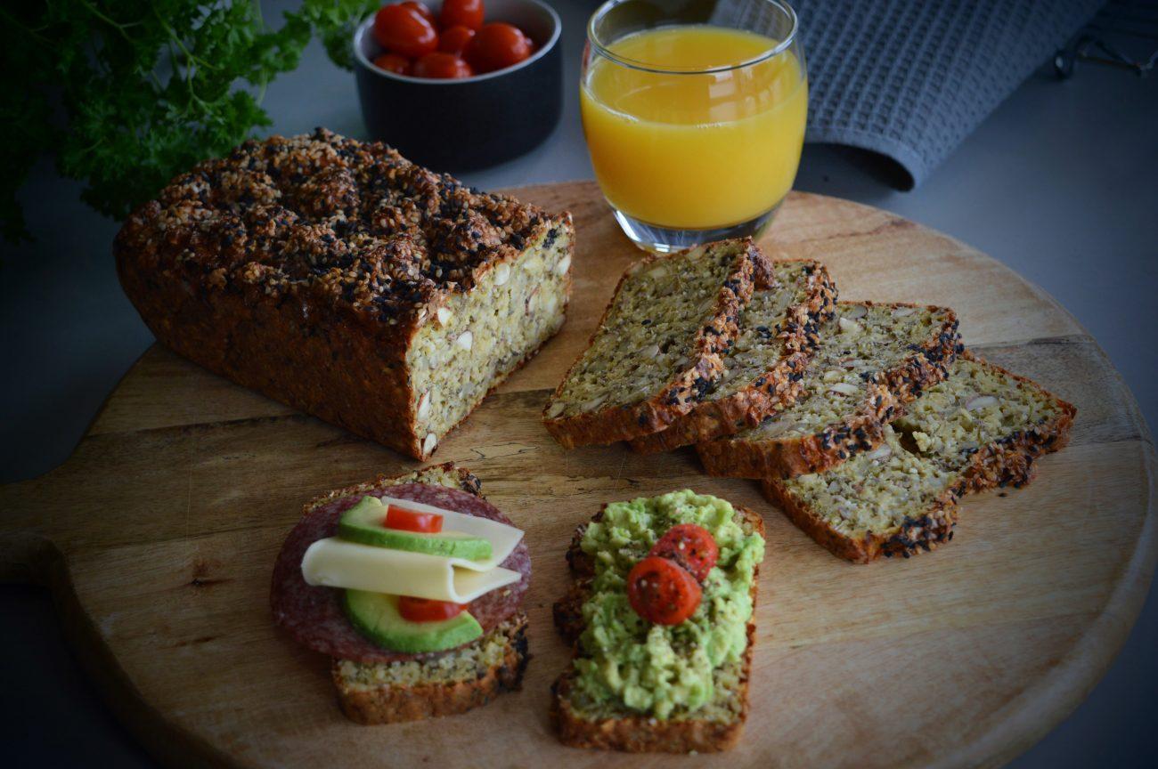 Proteinbrød med chiafrø og nøtter