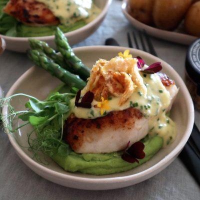 torsk med ertepuré og tørrfisksnacks