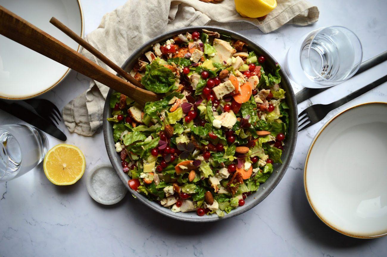 Kyllingsalat med rips og mandler